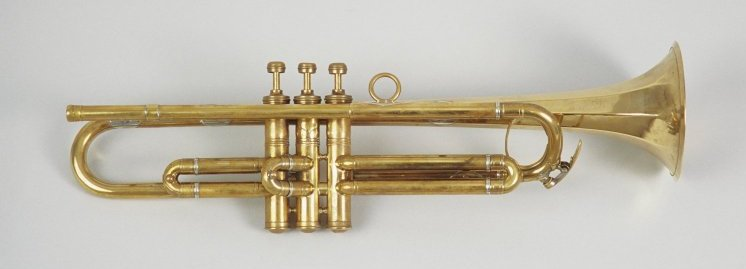 File:4octogonal trumpet Edinburgh collectie.jpg