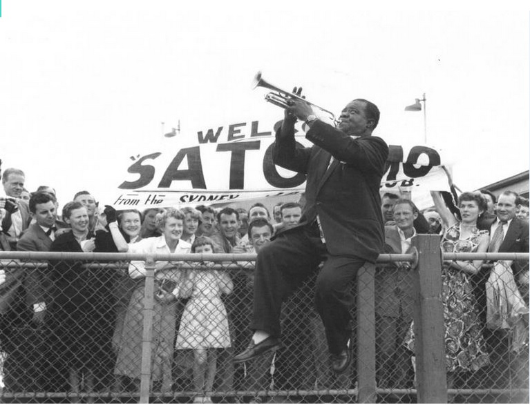 File:Louis Armstrong welcome Sidney 1956 NFSA archive.jpg